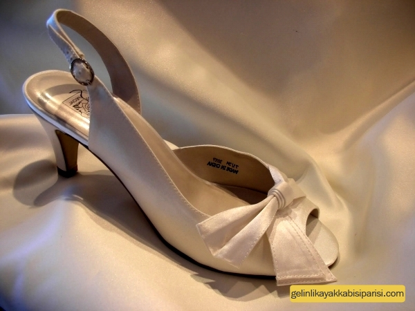 Az Topuklu Gelin Ayakkabısı Modelleri 2017
